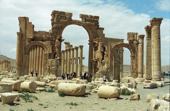 Palmyra_Syria_colonnade